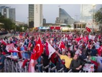 AK Parti Genel Merkezi önünde partililer kutlamalara hazırlanıyor
