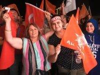 İzmir'de seçim zaferiyle AK Parti'ye akın ettiler