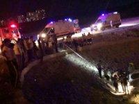 Hatay'da otomobil dereye uçtu: 2 yaralı