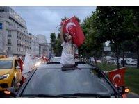 İstanbul'da fotoğraflarla seçim kutlamaları