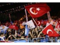 Adana'da davullu zurnalı seçim kutlaması