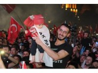 Konya'da AK Partililer sokaklara akın etti