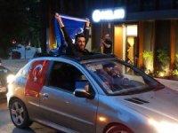 Cumhurbaşkanlığı ve 27. Dönem Milletvekilliği seçimi sonuçlarının açıklanmaya başlamasıyla birlikte Bosna Hersek'te yaşayan Türk vatandaşları sokaklara döküldü