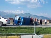 Devrilen jandarma aracındaki 2 kişi yaralandı