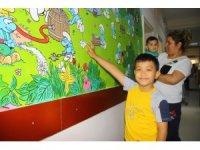 Çocuk servisinin duvarlarına resimler çizildi
