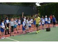 Anadolu Üniversitesi minik öğrencilere sporu aşılamaya devam ediyor