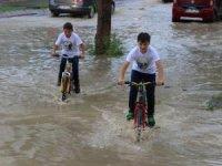 Sivas'ta cadde ve sokaklar göle döndü