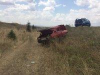 Otomobil takla atıp devrildi : 1 yaralı