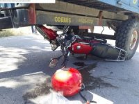 Traktörle çarpışan motosiklet sürücüsü hayatını kaybetti