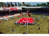 Kırkpınar'da dev Türk bayrağı açıldı