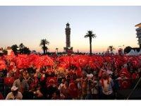 İzmir'de demokrasi nöbeti başladı