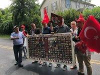 FETÖ elebaşı 15 Temmuz'da malikânesinin önünde protesto edildi
