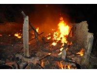 Tekirdağ'da metruk bina alev alev yandı
