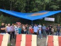 İşçiler maden şirketinin önünde eylem yaptı