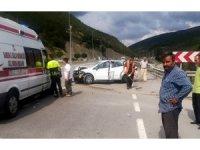 Samsun'da otomobil bariyere çarptı: 4 yaralı