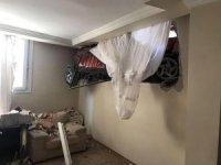 Sürüklenen otomobil evin odasına daldı, herkes şok oldu