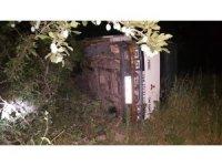 Piknikten dönenleri taşıyan kamyonet bahçeye uçtu: 4 yaralı