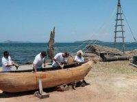 Cilalı Taş Devri'nden esinlenip 'ilkel tekne' yapıyorlar