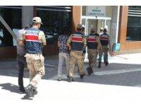 Hassas terazili uyuşturucu taciri 2 şüpheli tutuklandı