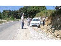 Direksiyon hakimiyetini kaybeden sürücü şarampole yuvarlandı: 2 yaralı