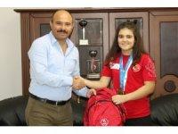 Şampiyon Ayşegül'den İl Müdürü Demir'e ziyaret