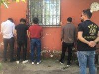 Gazioamanpaşa'da 5 bin şişe kaçak ve sahte içki ele geçirildi
