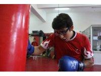 Rakiplerinin gözlük taktığı için dalga geçtiği Mizan, 2 yıldır yenilmiyor
