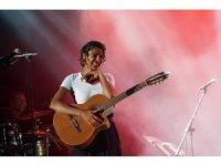 Yeni nesil star Ayo Bursa'da konser verdi