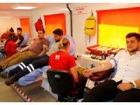 Fabrika çalışanlarından Kızılay'a anlamlı bağış