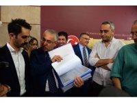 """CHP'li Yaşar Tüzün: """"Yarın gerekli imzanın toplanacağına inanıyoruz"""""""