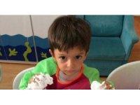 İzmir'de, 15 Ağustos 2017 tarihinde 3 yaşındaki Alperen Sakin'in okul servisinde unutularak ölmesine ilişkin görülen davada 'Taksirle adam öldürmek ve delilleri yok etmek ile suçlanan tutuklu sanıklardan Taner İ. 9 yıl, Dila