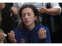Feci kazada ölen baba ve ikiz çocukları toprağa verildi