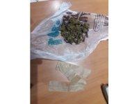 İki ayrı uyuşturucu operasyonunda 4 kişi gözaltına alındı