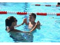 Bayraklı'da engelli çocuklara yüzme kursları ilgi görüyor