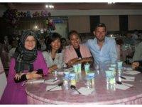 Endonez geline Türk usulü düğün