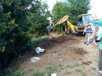 Evrim'in kaybolduğu çadırın çevresindeki gübrelik kepçe ile kazılarak arandı