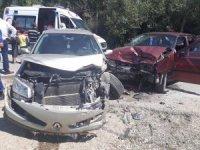 Burdur'da 2 otomobil kafa kafaya çarpıştı: 8 yaralı