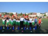 Başkan Kılıç, minik sporculara forma hediye etti