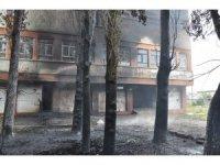 Kars'ta boşaltılmış fakülte binasında çıkan yangın korkuttu
