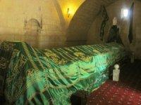Sa'd Bin Ebu Vakkas Hz. Türbesinin örtüsü yenilendi