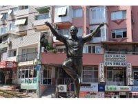 Aliağa'ya yapılan 'Atatürk Heykeli' takdir topluyor