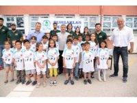 Başkan Çetin'den binlerce çocuğa spor malzemesi