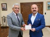 Vali Varol'dan Türkiye Diyanet Vakfına kurban bağışı