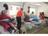 Hakkarili kadınlardan kan bağışına büyük ilgi
