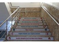 Sağlıkta önemli konular merdivenlere yazıldı
