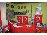 Şehit annesi oğlunun tüm hatıralarını bir odada muhafaza ediyor