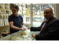 Cumhurbaşkanı Erdoğan'ın çağrısı üzerine dolar ve altınlarını bozdurdu