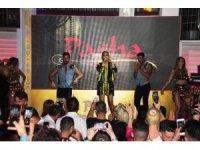 Tatilciler Demet Akalın konserine akın etti