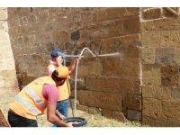Niğde Kalesi'ndeki duvar yazılar siliniyor