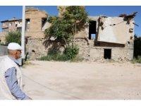 SİT alanındaki tarihi evler tehlike saçıyor
